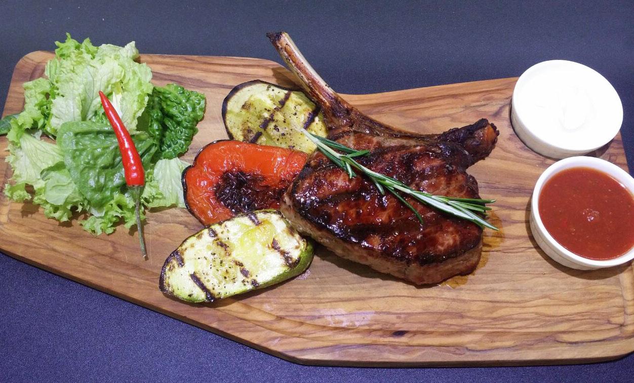 Клаб стейк на кости с овощами гриль - ресторан Аннам Брахма в Оренбурге