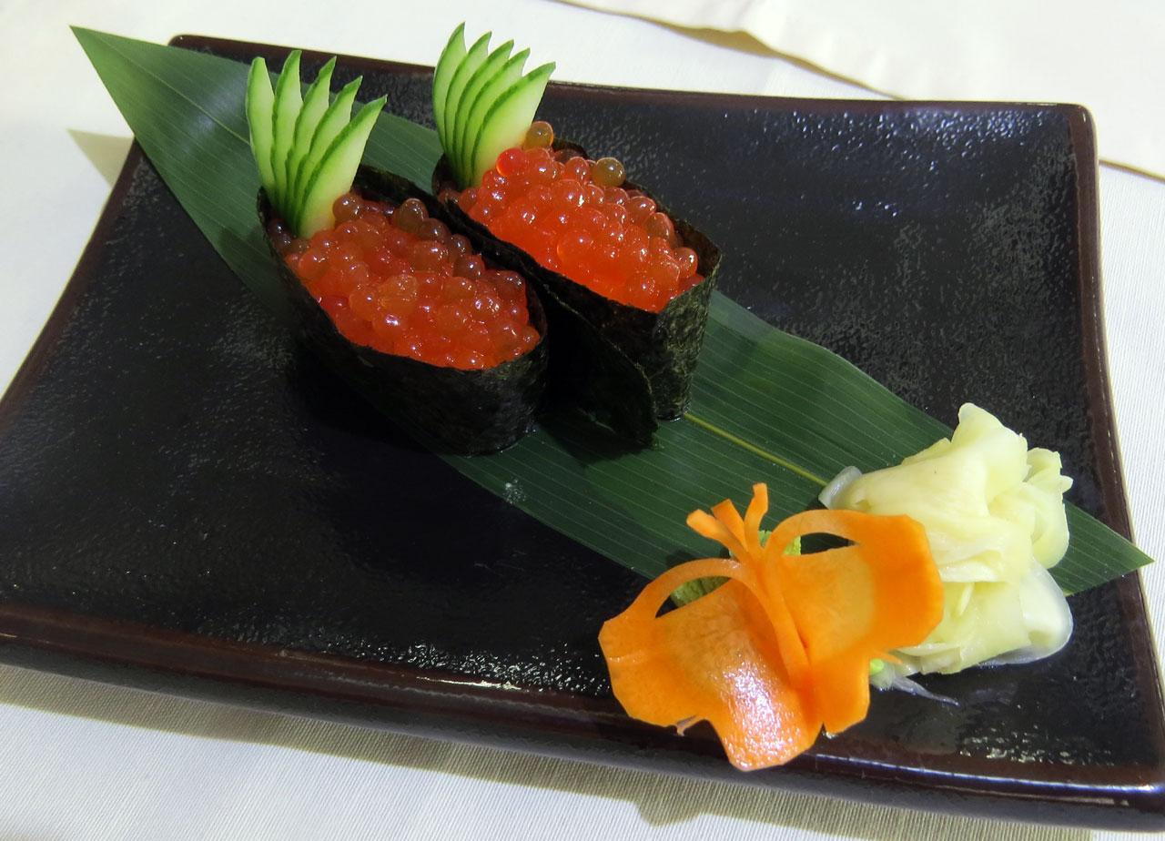 Икура Гун-кан с красной икрой. Ресторан Аннам Брахма в Оренбурге