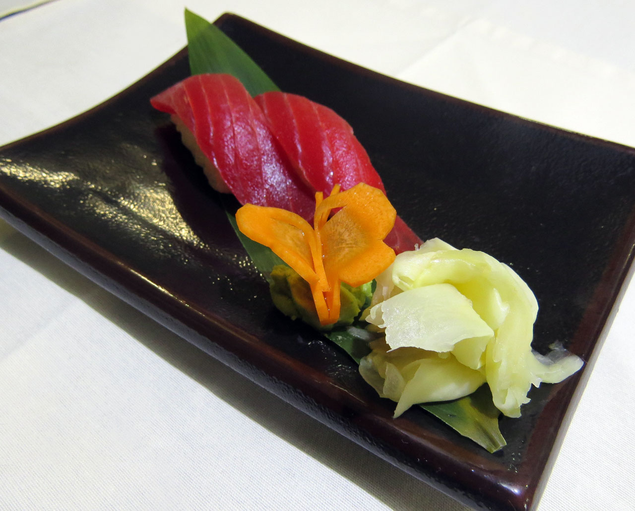 Магуро Суши из тунца. Ресторан Аннам Брахма в Оренбурге