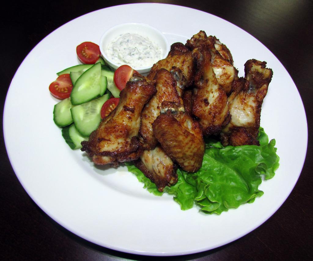 Пикантные куриные крылья - Пивной Ресторан Brugge в Оренбурге