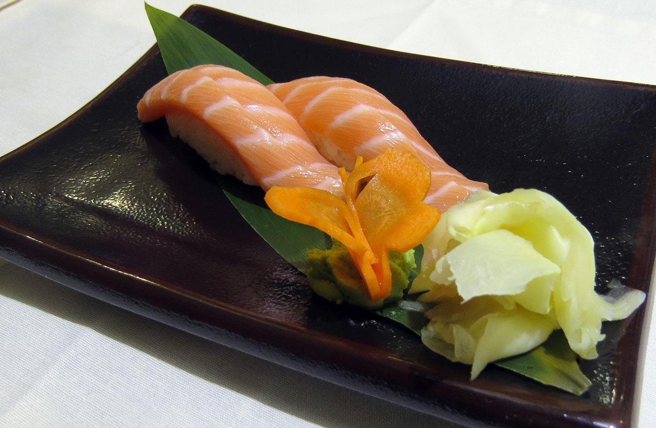 Сяке Суши из лосося. Ресторан Аннам Брахма в Оренбурге