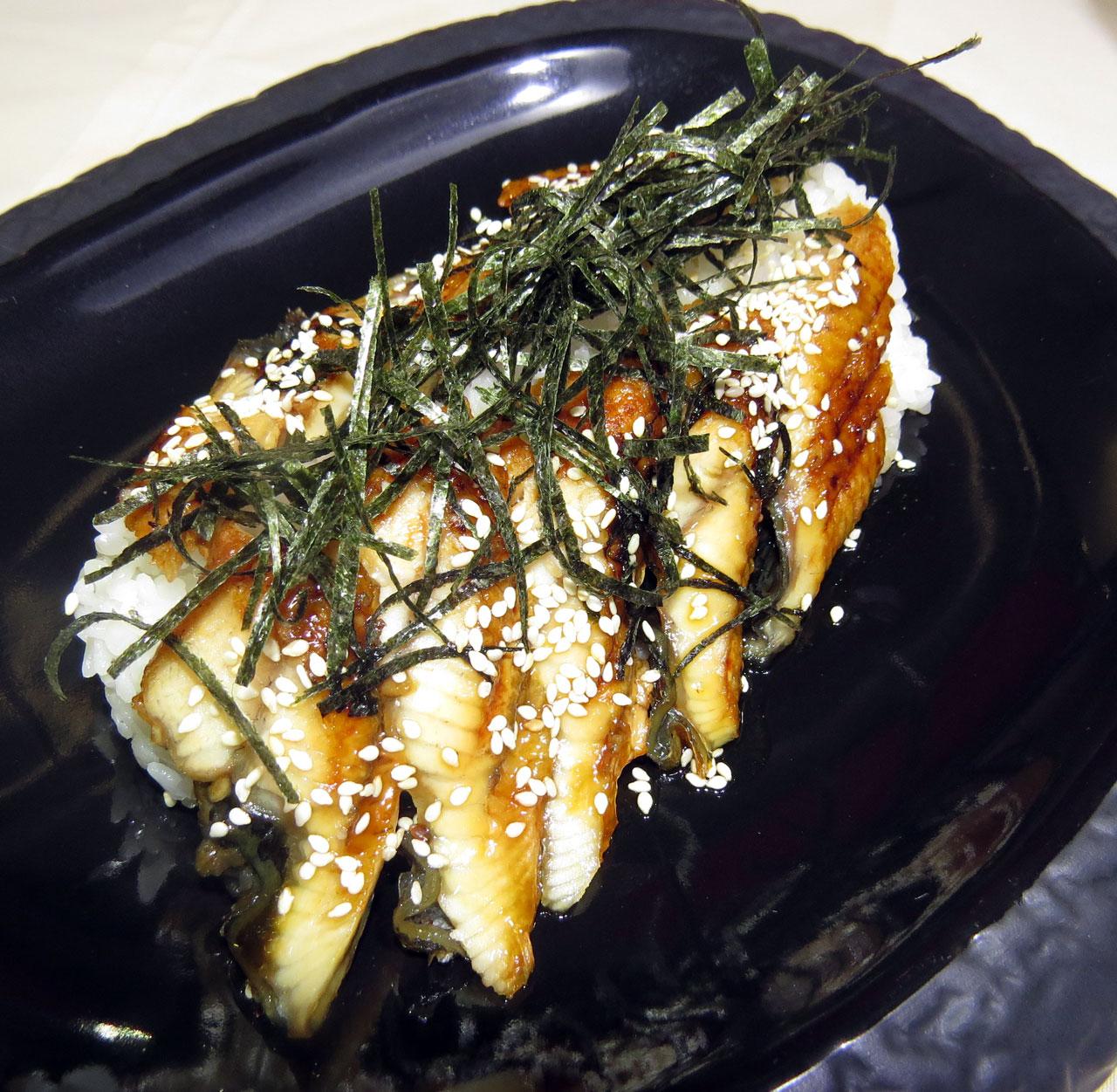 Уна-джу Копченный угорь на рисе. Ресторан Аннам Брахма в Оренбурге