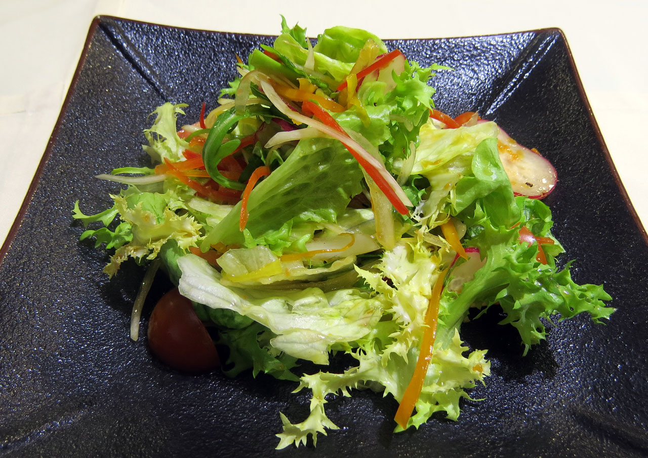 Ясай сарада Салат из овощей. Ресторан Аннам Брахма в Оренбурге