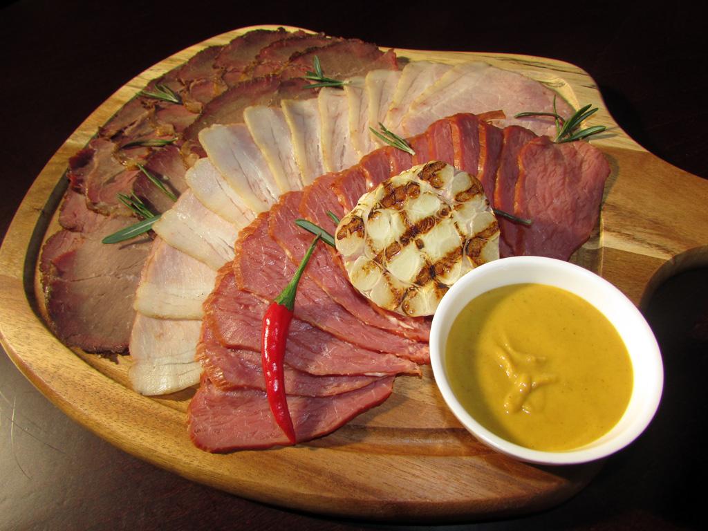 Мясная доска -- Пивной Ресторан Brugge в Оренбурге