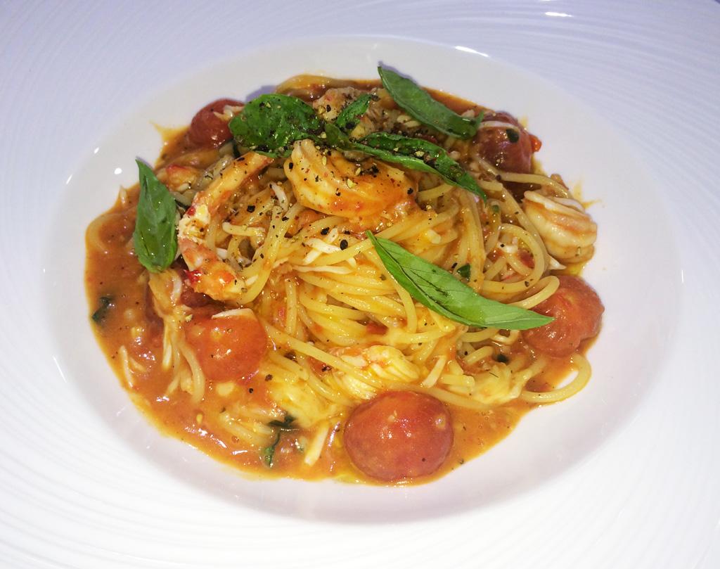 Спагетти-с-мясом-краба-и-креветками-ресторан-Аннам-Брахма-в-Оренбурге