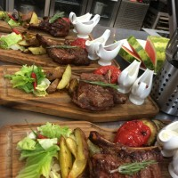 Вкусное мясо на гриле на свадьбе в ресторане Аннам Брахма в Оренбурге