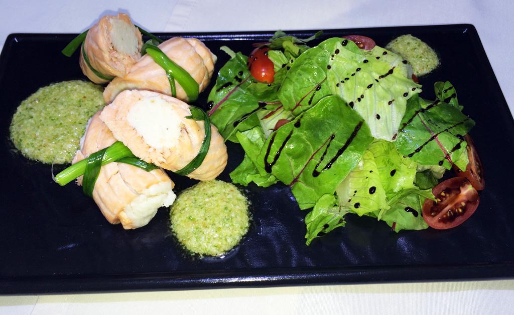 Рулетики с зеленым соусом - ресторан Аннам Брахма в Оренбурге