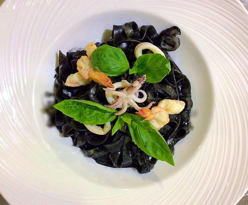 Чёрная паста с морепродуктами - ресторан Аннам Брахма в Оренбурге