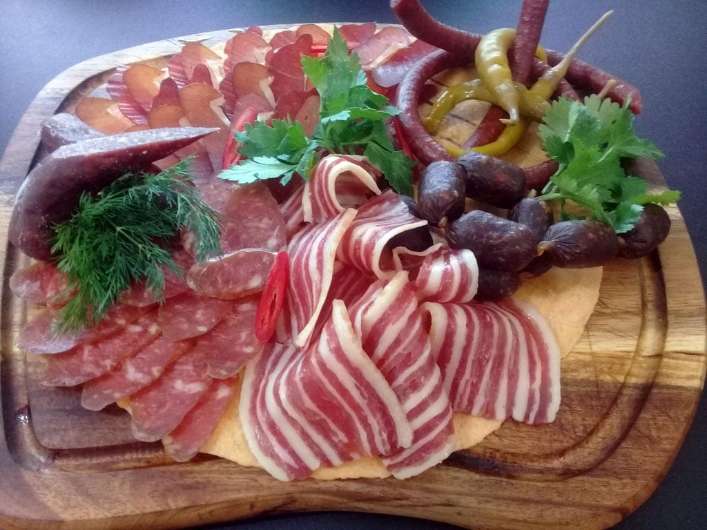 Ассорти колбасных деликатесов - в ресторане Аннам Брахма в Оренбурге