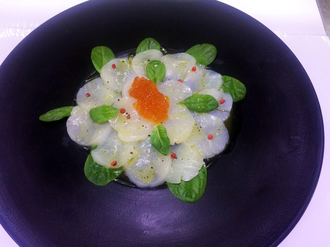 Карпаччо из гребешка с красной икрой - в ресторане Аннам Брахма в Оренбурге