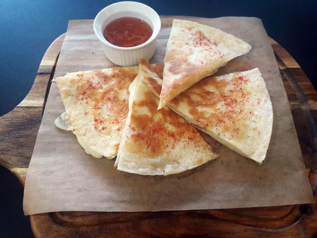 Кесадилья с сыром - в ресторане Аннам Брахма в Оренбурге