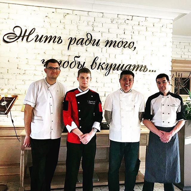 Повар Ли передаёт секреты Китайской кухни поварам ресторана Аннам Брахма в Оренбурге