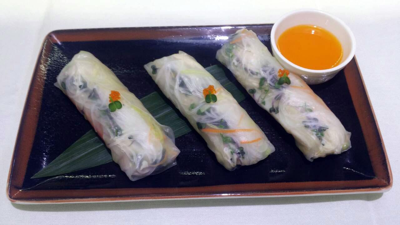 Ролл вьетнамский с крабом в ресторане Аннам Брахма в Оренбурге