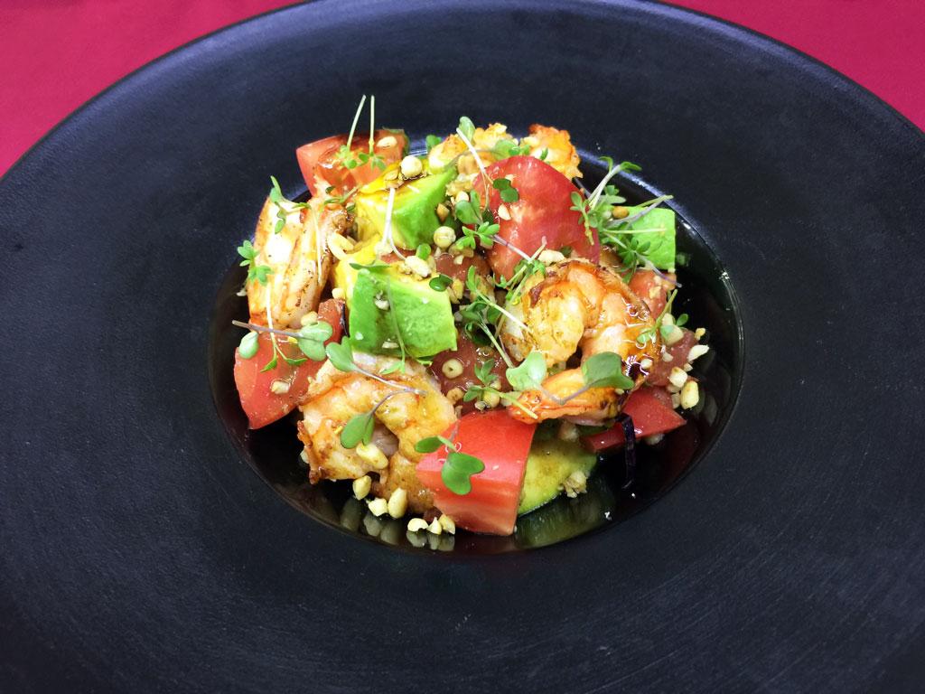 Салат из креветок и авокадо - в ресторане Аннам Брахма в Оренбурге