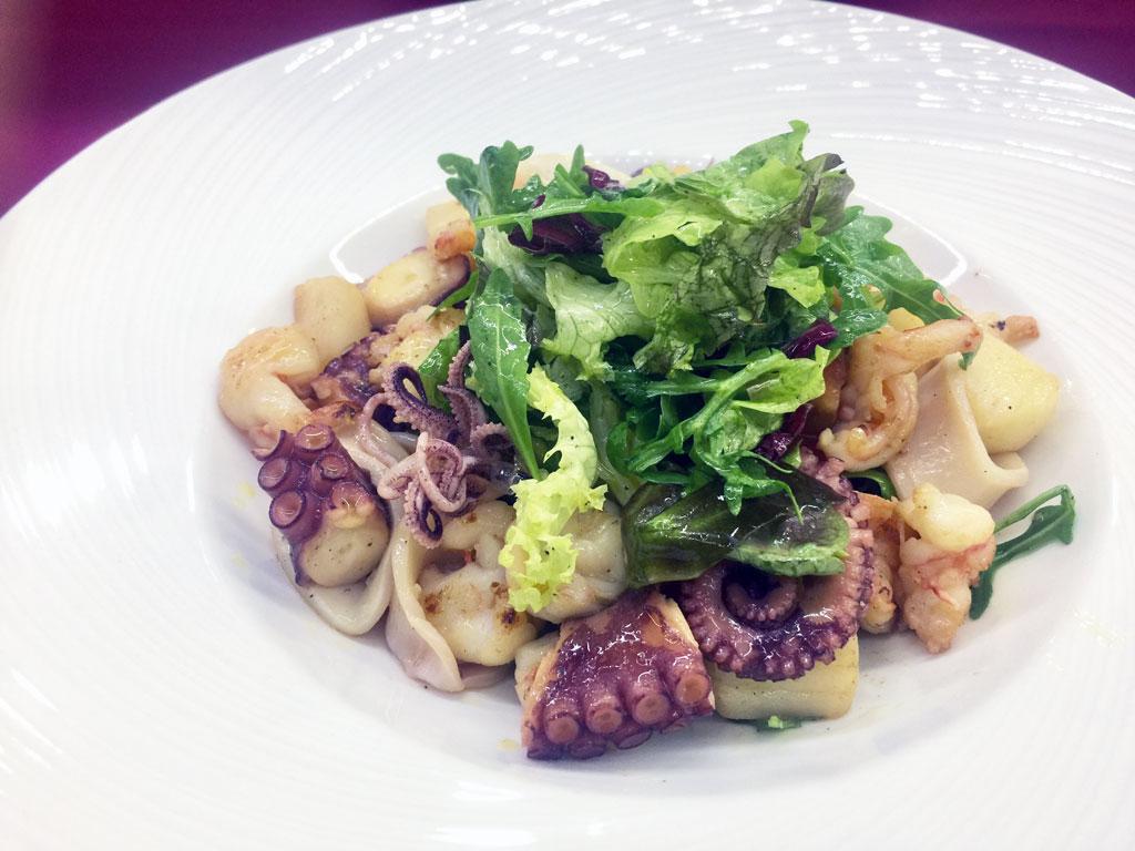 Салат с морепродуктами и трюф - в ресторане Аннам Брахма в Оренбурге