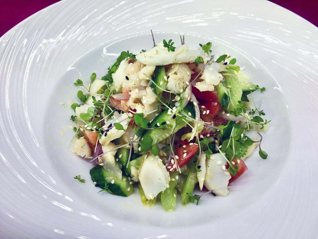 Салат с треской - в ресторане Аннам Брахма в Оренбурге